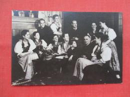 Trapp Family Singers  In Their Home Stowe Vermont  1946    ------  Ref 3453 - Unterhaltung