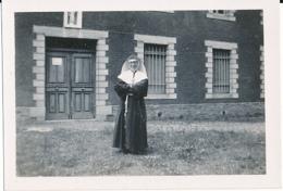 Photo Originale, Juin 1946 : Religieuse, Ville De Mon Départ De La Devèze Pour La Normandie, Filature - Anonymous Persons