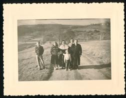 Photo Originale, Décembre 1958 : Religieuse Avec Soeur Dominique, Sa Maman, Ses Neveux Dans La Côte De La Bande - Anonymous Persons