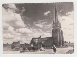 NO172 - BOURBRIAC - L'Eglise Et La Place Du Centre - Voiture Ancienne - France