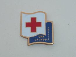 Pin's CROIX ROUGE, CRF AMITIE GRENOBLE - Brandweerman