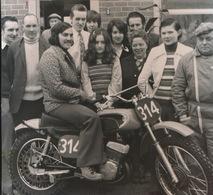 LAARNE  --- FOTO 1973    10 X 8 CM    NIEUW VOERTUIG VOOR MARESSE - Laarne