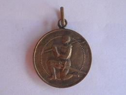96Lb   Médaille Insigne Pendentif Militaire Noel 1939 Sous Les Armes 1ere Division - France