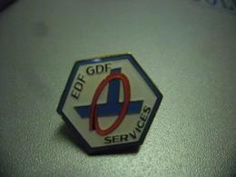 Pin's EDF GDF - Electricité Gaz @ 17 Mm - EDF GDF