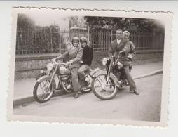 NV /  2 Couples En MOTOS  ( 250 Cc PEUGEOT)  Départ En Vacance De CHALETTE  ( Loiret  45 )  1953 - Cars