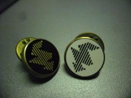 LOT De 2 Pin's EDF - Symbole Electricité - Eclair @ 12 Mm Chacun - EDF GDF