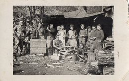 CPA 2685 - MILITARIA - Carte Photo Militaire - Guerre 39 / 45 - Un Groupe De Soldats à VIRIEU - LE - GRAND ( Ain ) - Material