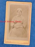 Photo Ancienne CDV Vers 1870 - CHARTRES - Portrait Femme Coiffe & Costume - Photographe Rondin - Folklore à Identifier - Photos