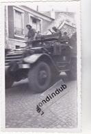 PHOTO - 92 - CLAMART - MILITARIA - CHAR De COMBAT Entrée De La Division LECLERC Le Jeudi 24 Août 1944 (soir) - RARE - - Krieg, Militär
