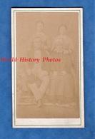 Photo Ancienne CDV Vers 1870 - à Situer - Portrait Famille Femme Coiffe & Costume - Photographe Lenotre Ancel - Folklore - Photos