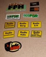 Lot De 12 Pin's Média Allemagne / Radio Diverse PSR, Eins, Saw... (époxy) - Medias