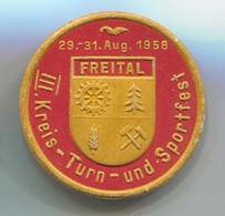 III. Kreis Turn - Sportfest, Freital / Dresden DDR East Germany 1958. Vintage Pin, Badge, Abzeichen, D 45 Mm - Badges