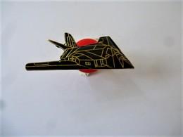 PINS AVION  FURTIF MILITAIRE   / 33NAT - Airplanes