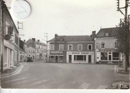18 - Très Belle Carte Postale Semi Moderne De  LES AIX D'ANGUILLON  Pace Des Tilleuls    ( écrite Et Voyagé ) - Les Aix-d'Angillon