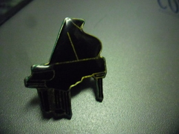 Grand Pin's MUSIQUE PIANO @ 30 Mm X 25 Mm - Music