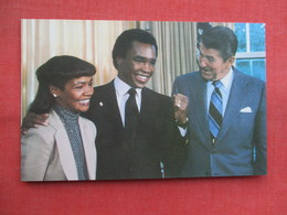 Boxing Champion Champion Sugar Ray Leonard  President Reagan   Ref  3456 - Boxing