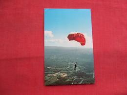 Sport Parachuting   Orange Mass      Ref  3456 - Autres