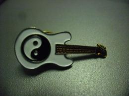 Pin's GUITARE ELECTRIQUE YIN & YANG - VINTAGE @ 33 Mm X 15 Mm - Music