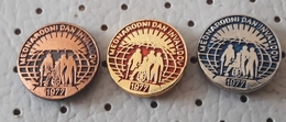 Slovenia Pin International Day Of Persons With Disabilities 1977 Deaf Blind Sourd Aveugle - Medical