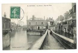 CPA 58 NEVERS LA NIEVRE RUE DES PATIS - Nevers