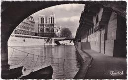 Paris - Promenade Sous Les Ponts - Notre-Dame - Notre-Dame De Paris