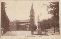 D56 - CLEGUEREC - L'EGLISE - Devant L'église Monument - Cleguerec