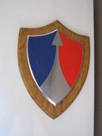 RARE Blason Mural Récompense Décoration Militaire 2eme CORPS D'ARMÉE Socle En Bois Insigne En Métal 23,5 X 17,5 - Militaria