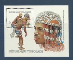Togo 1985 Yvert Bloc 240 **  Dance Danse Dancers Danseurs Traditionnels Avec Parure De Coquillages Shells - Togo (1960-...)