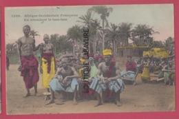 AFRIQUE OCCIDENTALE FRANCAISE---SENEGAL-En Attendant Le Tam-Tam--beau Plan Animé-colorisé - Senegal