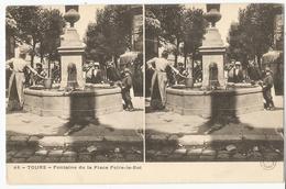 CPA [37] Indre Et Loire > Tours - Fontaine De La Place Foire-le-Roi - Carte Stéréoscopique ( Coin Gauche Haut Plié ) - Tours