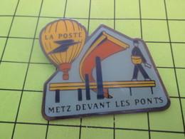 613a Pin's Pins / Beau Et Rare : THEME POSTES / LA POSTE METZ DEVANT LES PONTS BALLON MONTGOLFIERE - Mail Services