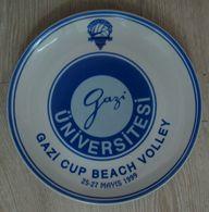 AC - GAZI CUP  BEACH VOLLEY 25 - 27 MAY 1999 PORCELAIN PLATE GAZI UNIVERSITY - Deportes