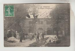 CPA MILITAIRE PERONNE (Somme) - Le Magasin D'Habillement - Peronne