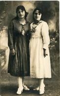 TWO GIRLS WITH SAILOR DRESS, DOS MUJERES CON VESTIDOS MARINEROS. FEMME POSTAL POSTALE CPA CIRCA 1910 NON CIRCULE - LILHU - Mujeres