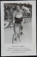 CYCLISME CPA GEORGES SÉRES CHAMPION DE FRANCE 1950 SUR CYCLE ALPHONSE THOMANN LA BICYCLETTE DES CHAMPIONS CARTE PUB - Ciclismo