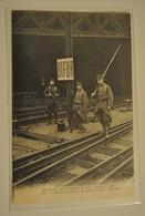 La Greve Des Chemins De Fer ( Octobre 1910 ) Soldats Gardant Une Bifurcation - Grèves