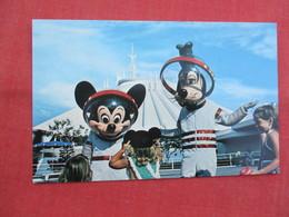 > Disneyworld  Mickey & Goofy  Welcome To The Future    Ref  3458 - Disneyworld