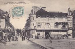 BERG19-  TERRASSON   EN DORDOGNE   AVENUE DE LA GARE ET PLACE DU PAS BRUZAT   CPA  CIRCULEE - Unclassified