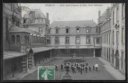 CPA 27 - Evreux, Ecole Saint-François-de-Sales - Cour Intérieure - Evreux
