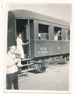 REAL PHOTO -  TRAIN In Railway Station Man Railway Workers  -  Jugoslovenska Zeleznica,  Old Photo - Trains