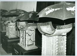 Photo Bénin. Musée D'Abomey. Salle Des Trônes En Bois De Fromager. Sculpture 1993. - Africa