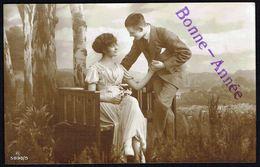 """Couple Enlacé - """" Bonne Année """" - Non Circulé - Not Circulated - Nicht Gelaufen. - Couples"""
