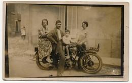 CPA PHOTO - Couple Et Enfant Sur Une Moto 6837CA2 + Une Jeune Femme à Coté - Motorbikes