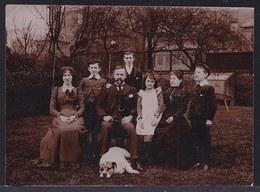 PHOTO Début 1900 - Famille AVEC BOULEDOGUE  - BULLDOG - Chien - Dog - - Chiens