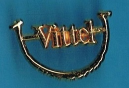 PIN'S //   ** SOURIEZ AVEC VITTEL ** . (Arthus Bertrand) - Arthus Bertrand