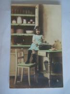 Fantaisie Meisje In Keuken Fillette Dans La Cuisine Procéde Au Chloro-platine SE 3261 - Scenes & Landscapes