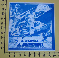 L'UOMO LASER  FILM  CINEADESIVO STICKER VINTAGE NEW ORIGINAL - Cinema Advertisement