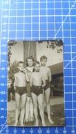 B&W Amateur Photo Boys Mom Beach - Anonyme Personen