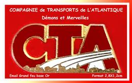 """SUPER PIN'S TRANSPORTS : """"CTA"""" COMPAGNIE De TRANSPORTS De L'ATLANTIQUE, Signé DEMONS Et MERVEILLES 2,8X1,2cm - Transportation"""