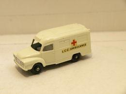 Matchbox 14c Bedford Lomas Ambulance - Matchbox (Lesney)